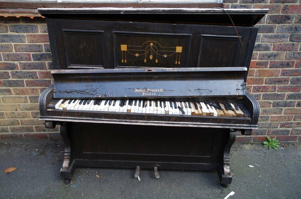 פסנתר שבור